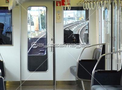 通勤電車内の写真イラスト素材 写真素材ストックフォトの定額制